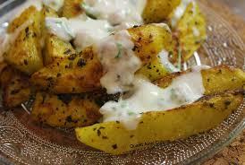 Potatoes au four accompagné de sa sauce au yaourt